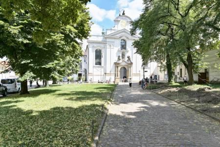 Pronájem bytu 2+kk se zahrádkou, OV, 60m2, ul. Strahovské nádvoří 136/9, Praha 1 - Hradčany