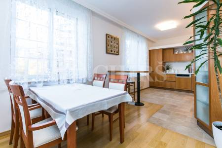 Pronájem bytu 4+1 s terasou a garážovým stáním, OV, 174m2, ul. Pláničkova 442/3, Praha 6 - Veleslavín