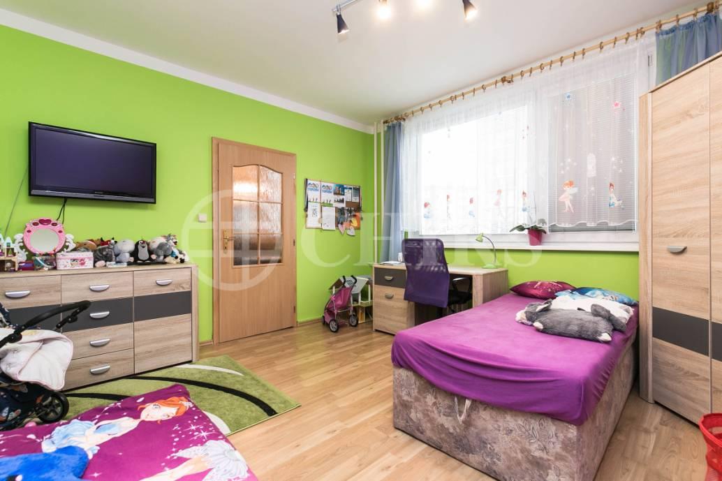 Prodej bytu 3+1 s lodžií, OV, 74m2, ul. Gabinova 823/2, Praha 5 - Hlubočepy