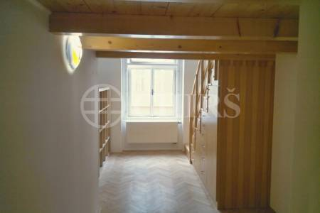 Pronájem bytu 2+kk, 47m2, ul. Oldřichova, Praha 2