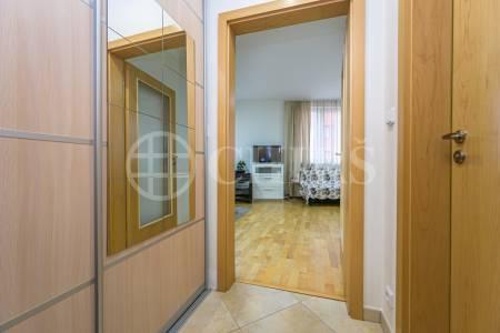 Prodej bytu 1+kk s lodžií a garážovým stáním, OV, 38m2, ul. Tlumačovská 2766/26, Praha 5 - Stodůlky