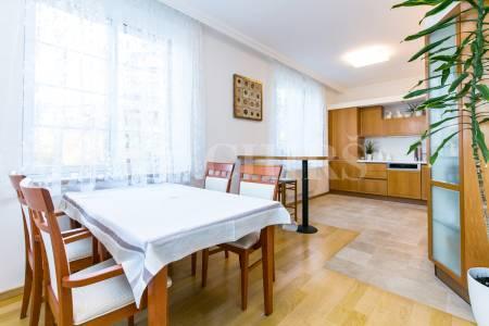 Prodej bytu 4+1 s balkonem a dvougaráží, OV, 164m2, ul. Pláničkova 442/3, Praha 6 - Veleslavín