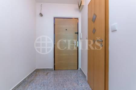 Prodej bytu 1+kk, OV, 33m2, ul.  Vondroušova 1209/48, Praha 6 - Řepy