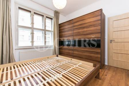 Pronájem bytu 2+kk s balkonem, OV, 50 m2, ul. Buzulucká 570/8, Praha 6 – Dejvice