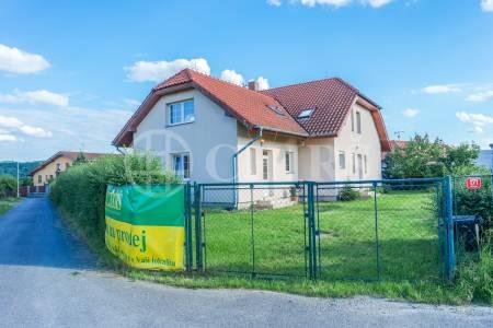 Prodej dvougeneračního RD 7 + 2 x kk / B / T s bazénem, Štechovice - Masečín, Praha západ