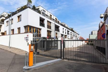 Prodej garážového stání, OV, 15m2, ul. Za Zámečkem 746/5, Praha 5 - Jinonice