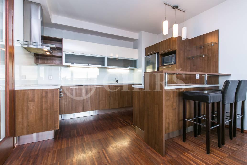 Prodej bytu 2+kk s balkonem a garážovým stáním, OV, 47m2, ul. Jeremiášova 2722/2a, Praha 5 - Stodůlky