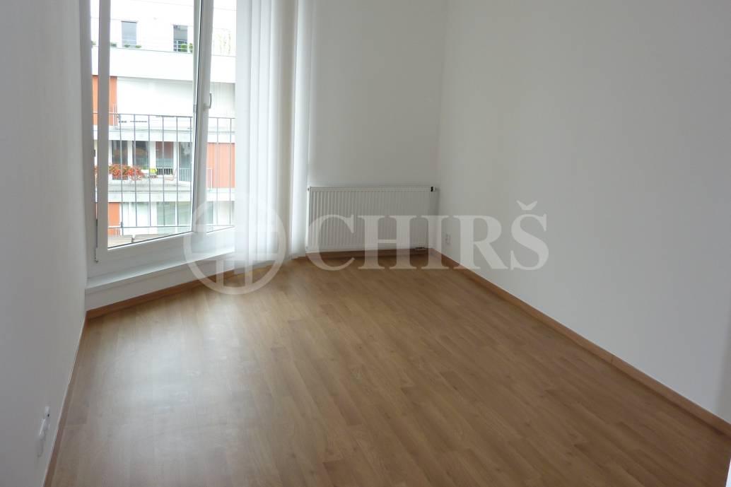 Prodej bytu 2+kk/L/G + sklep, 67.7m2, OV, ul. Tulešická 469/13, P-5 Zlíčín