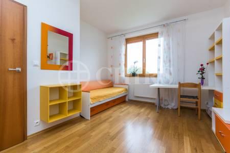 Prodej bytu 4+kk s balkonem a 2x garážovým stáním, OV, 113m2, ul. Za Zámečkem 746/5a, Praha 5 - Jinonice