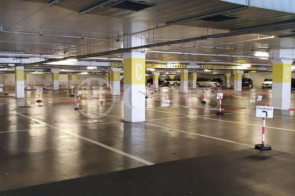 Pronájem garážového stání, OV,  8m2, ul. Nárožní 1390/4, Praha 5 - Stodůlky