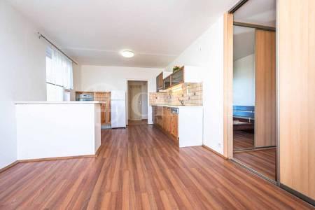 Pronájem bytu 2+kk s lodžií, OV, 45m2, ul. Nušlova 2298/61, Praha 5 - Stodůlky