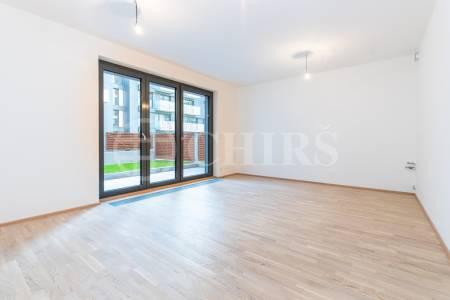 Prodej bytu 1+kk s terasou a garážovým stáním, OV, 34m2, ul. Olšanská 2898/4a, Praha 3 - Žižkov