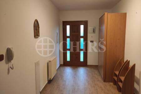 Pronájem bytu 3+kk v rodinném domě, OV, 93 m2. Křeslice Praha 10.