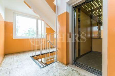 Prodej bytu 3+1 se dvěma lodžiemi, OV, 83m2, ul. Píškova 1958/36, Praha 5 - Stodůlky