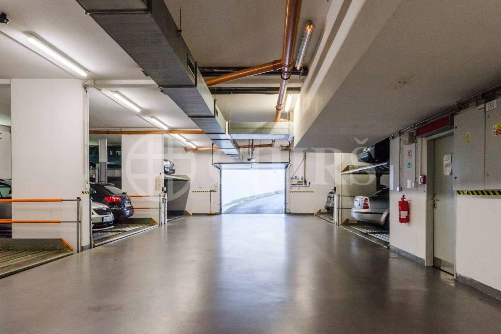 Pronájem garážového stání, OV,  13m2, ul. Nová