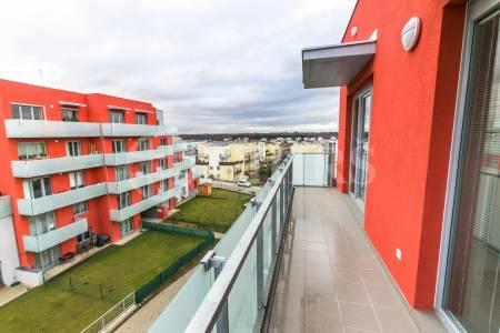 Pronájem bytu 2+kk/garážové stání, OV, 69m2, ul. Wiesenthalova1186/1, Praha 5 - Řeporyje