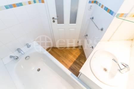 Prodej bytu 1+kk, OV, 37m2, ul. Na Neklance 1299/30, Praha 5 - Smíchov