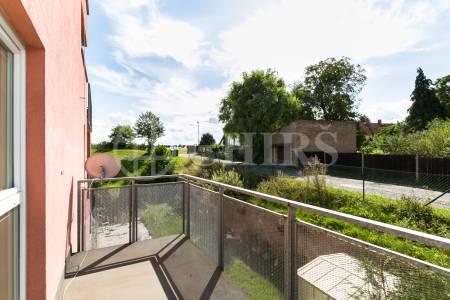 Prodej bytu 3+kk s lodžií a balkonem, DV, 82 m2, ul. Komenského 912, Horoměřice, Praha-západ