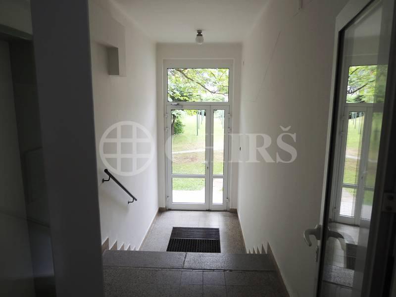 Prodej bytu 2+1/B, OV, 55 m2, ul. Skupova, P-6 Břevnov