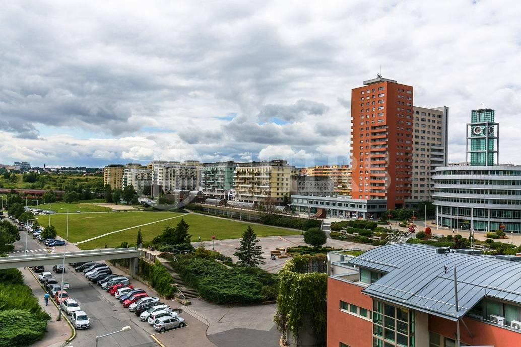 Prodej bytu 3+1 s lodžií, OV, 78m2, ul. V Hůrkách 2040/11, Praha 5 - Stodůlky