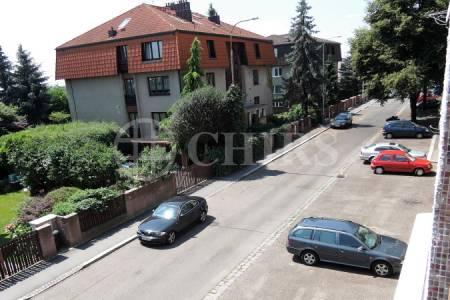 Prodej bytu 2+1/L + sklep, 65m2, ul. Bolívarova 2073/12, P-6 Břevnov