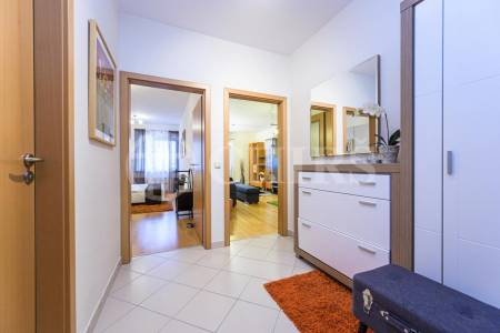 Pronájem bytu 2+kk s balkonem, OV, 57m2, ul. Petržílkova 2704/34, Praha 5 - Stodůlky