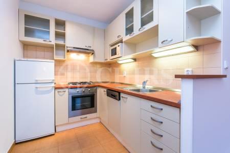Pronájem bytu 2+kk s lodžií, OV, 40m2, ul. Bítovská 1212/10, Praha 4 - Michle