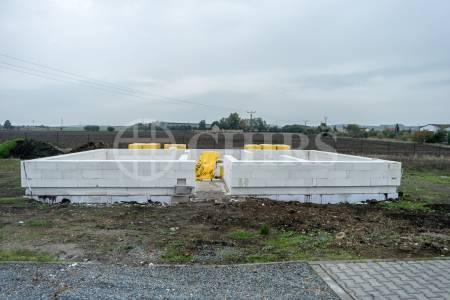 Prodej rozestavěného RD 5+kk, 130 m2, pozemek 982 m2, obec Veliká Ves u Prahy