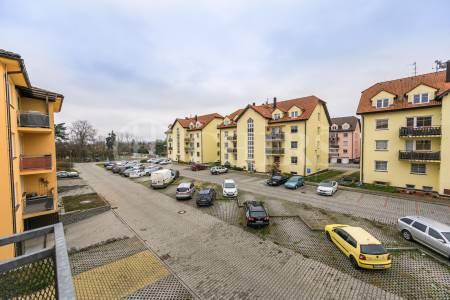 Pronájem bytu 2+1 s balkonem, OV, 60m2, ul. Oranžová 214, Chrášťany