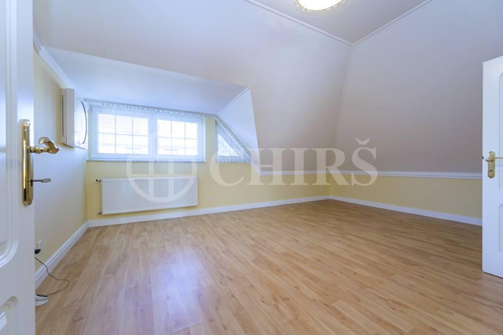 Prodej rodinné vily 7+1+příslušenství, 402m2, ul. Chrpová 648, Průhonice