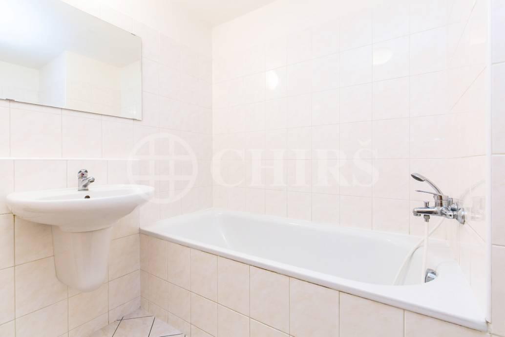 Prodej bytu 1+kk s balkonem, OV, 31m2, ul. Petržílkova 1435/31, Praha 5 - Stodůlky