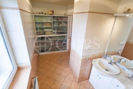 Prodej rodinného domu 7+kk, OV, 303m2, ul. Spojovací 121, Svojetice, Praha - východ