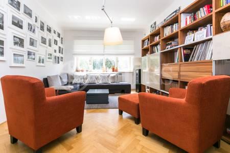 Prodej prvorepublikové vily 8+2, dvě terasy, zahrada, 179 m2, ul. Na Dračkách 861/16, Praha 6 - Ořechovka