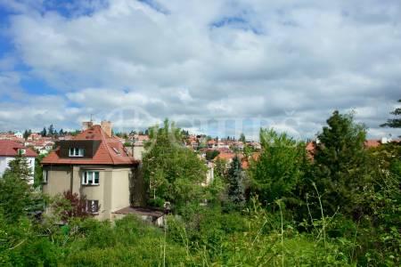 Prodej stavebního pozemku se studií pro výstavbu 3 řadových domů, U Dráhy, Praha 6 - Střešovice