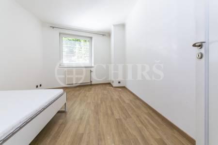 Prodej bytu 5+1, dvě terasy, garážové stání, OV, 164m2, ul. V Kapslovně 2770/1, Praha 3 - Žižkov