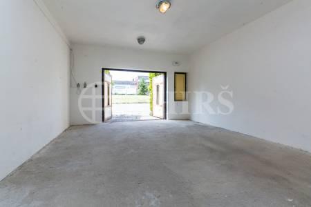 Prodej bytu 3+1 s terasou a garáží, OV, 77 m2, ul. Sluneční 185, Chýně, Praha - západ