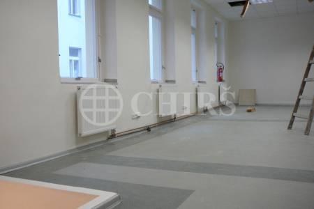 Prodej komerčního objektu, OV, 135m2, ul. Na Valentince 647/13, P-5 Smíchov