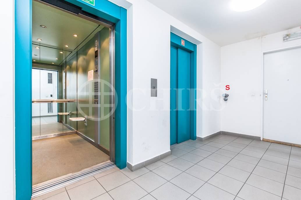 Prodej bytu 1+kk s balkonem a garážovým stáním, OV, 41m2, ul. Petržílkova 2583/15, Praha 5 - Stodůlky