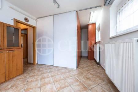 Prodej rodinného domu 7+kk s terasami, OV, 212m2, ul. Vyšebrodská 857/5, Praha 4 - Libuš
