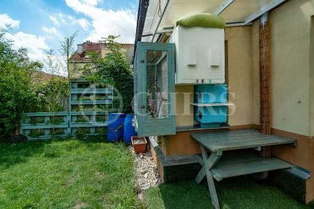 Prodej bytu 3+kk se zahradou, DV, 50m2 a 56m2 zahrada, ul. Ke Zvoničce 647/5, P-10 Kolovraty