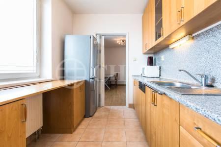 Prodej bytu 2+1 s balkonem, OV, 66m2, ul. Sluneční nám., Praha 5 - Stodůlky