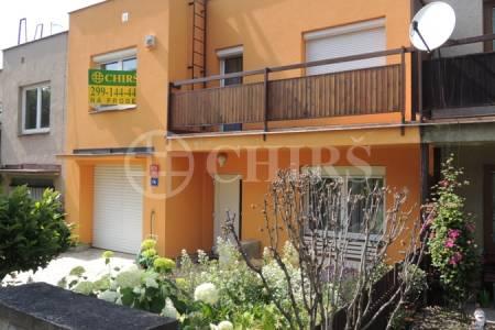 Prodej pěkného řadového RD 5+1/2x G, krytý bazén, už. plocha 279 m2, ul. Kralupská 235/3, Praha 6 - Ruzyně