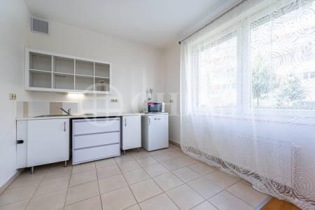 Pronájem bytu 2+kk s předzahrádkou, OV, 47m2, ul. Petržílkova 2706/30, Praha 5 - Hůrka