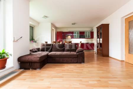 Prodej řadového rodinného domu 4+kk/B/G/Z, OV, ul. Dělená 981/30, Praha 5 - Řeporyje