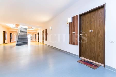 Prodej bytu 4+1 s terasou a garáží, OV, 121m2, ul. Klausova 2559/11, Praha 5 - Stodůlky