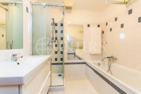 Prodej mezonetového bytu 4+kk, balkón, garážové stání, OV, 110 m2, ul. Předvoje 449/30, Praha 6 - Petřiny