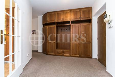Prodej bytu 4+1 s terasou a 2x garáží, OV, 148m2, ul. Klausova 2575/9, Praha 13 - Stodůlky