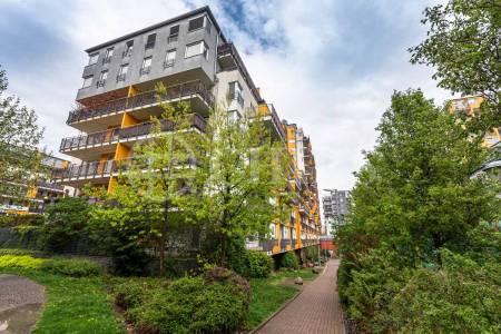 Pronájem bytu 2+kk s předzahrádkou, OV, 53m2, ul. Pod Harfou 943/36, Praha 9 - Vysočany