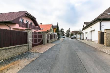 Pronájem rodinného domu 4+1, OV, 230m2, ul. K Rozvodně 1046/1, Praha - Slivenec