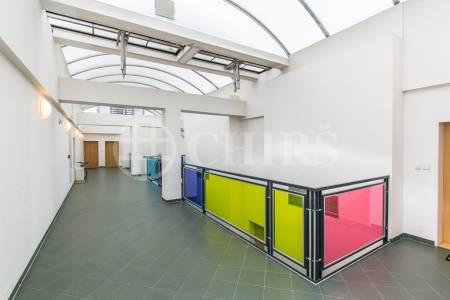 Pronájem bytu 3+kk s lodžií, terasou a garážovým stáním, OV, 76m2, ul. Voskovcova 1130/30, Praha 5 - Barrandov